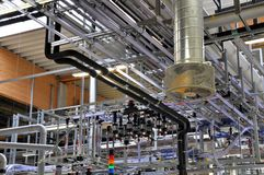 Fabbrica di alta tecnologia - produzione delle pile solari - macchinario e dentro Immagine Stock Libera da Diritti