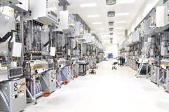 Fabbrica di alta tecnologia - produzione delle pile solari - macchinario e dentro Immagini Stock Libere da Diritti