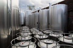 Fabbrica di birra dei serbatoi di acciaio immagini stock