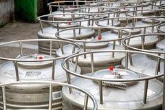 Fabbrica di birra dei serbatoi di acciaio fotografia stock