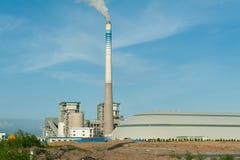 Fabbrica elaborante del gas paesaggio con gas fotografie stock