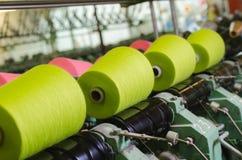 Fabbrica industriale del tessuto, interna fotografia stock libera da diritti