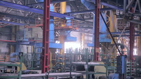Fabbrica industriale gigante all'interno stock footage