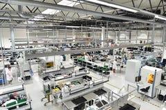 Fabbrica industriale per il montaggio della microelettronica - interno a immagine stock libera da diritti