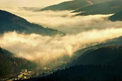 Fabbrica industriale sotto le nuvole Fotografia Stock