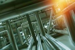 Fabbrica industriale Vari meccanismi e tubi del metallo Im tonificato Immagine Stock Libera da Diritti