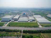 Fabbrica moderna aerea del centro di distribuzione fotografia stock libera da diritti