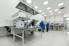 Fabbrica per la fabbricazione di circuiti stampato elettronici Fotografie Stock Libere da Diritti