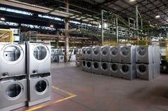Fabbrica: produzione della lavatrice fotografia stock