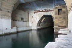 Fabbrica in sotterraneo per la riparazione e l'attrezzatura dei sottomarini. fotografia stock