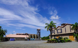 Fabbrica sotto cielo blu a Port Louis, Mauritius Fotografie Stock Libere da Diritti
