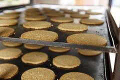 Fabbricazione commerciale e dolci bollenti dell'avena non 1 fotografie stock libere da diritti