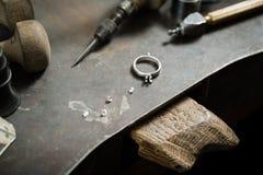 Fabbricazione dei gioielli del mestiere Fotografie Stock Libere da Diritti