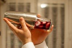 Fabbricazione del cocktail immagine stock libera da diritti