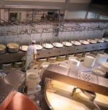 Fabbricazione del formaggio Fotografie Stock