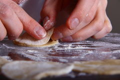 Fabbricazione del manti dei ravioli Fotografia Stock Libera da Diritti