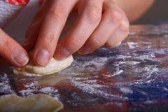 Fabbricazione del manti dei ravioli Immagine Stock Libera da Diritti