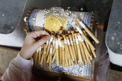 Fabbricazione del merletto di bobina tradizionale Immagine Stock Libera da Diritti