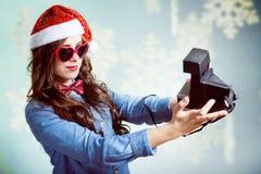 Fabbricazione del selfie con la retro macchina fotografica della foto Fotografia Stock