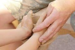 Fabbricazione del vaso di argilla Immagine Stock