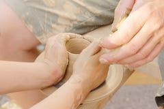 Fabbricazione del vaso di argilla Fotografie Stock Libere da Diritti