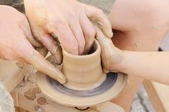 Fabbricazione del vaso di argilla Fotografia Stock