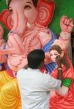 Fabbricazione dell'idolo di Ganesha per il festival indù Fotografie Stock