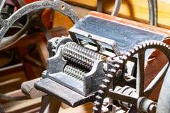Fabbricazione dell'officina in vecchio seminterrato immagini stock
