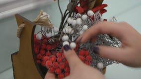 Fabbricazione della decorazione di Natale archivi video