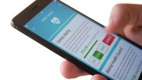 Fabbricazione della donazione di carità all'organizzazione di salute facendo uso di Smartphone App archivi video