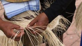 Fabbricazione della fine del cappello di Panama sul colpo