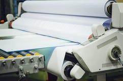Fabbricazione della mobilia - una macchina per l'elaborazione delle materie prime fotografie stock