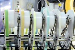 Fabbricazione della mobilia - una macchina per l'elaborazione delle materie prime fotografie stock libere da diritti