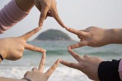 Fabbricazione della stella con cinque mani Fotografia Stock Libera da Diritti