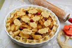 Fabbricazione della torta della mela Immagine Stock Libera da Diritti
