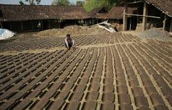Fabbricazione delle mattonelle di tetto Fotografia Stock Libera da Diritti