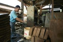 Fabbricazione delle mattonelle di tetto Fotografia Stock