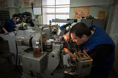 Fabbricazione delle parti per gli orologi Fotografia Stock Libera da Diritti