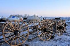 Fabbricazione delle rotelle di legno del carrello fotografia stock libera da diritti