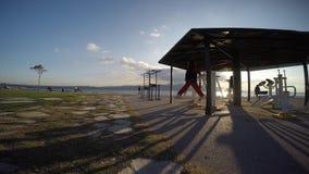 Fabbricazione dello sport vicino alla spiaggia stock footage