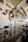 Fabbricazione di bottiglie di plastica dell'ANIMALE DOMESTICO Immagini Stock Libere da Diritti