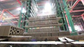 Fabbricazione i mattoni e dei blocchi archivi video