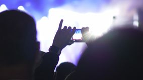 Fabbricazione il video del cellulare della prestazione di concerto video d archivio