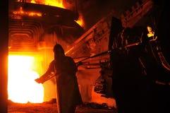 Fabbricazione industriale del campione del ferro dell'esperto di metallurgia Fotografia Stock Libera da Diritti