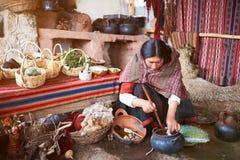 Fabbricazione peruviana dell'alpaga della natura Immagini Stock Libere da Diritti
