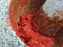 Fabbricazione tailandese della pasta dei peperoncini rossi Fotografie Stock Libere da Diritti
