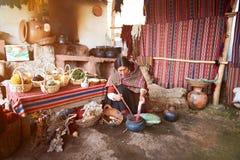 Fabbricazione tradizionale dell'alpaga Immagini Stock Libere da Diritti