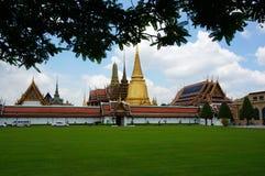 Fabelhafter großartiger Palast und Wat Phra Kaeo - Bangkok, Thailand stockbilder