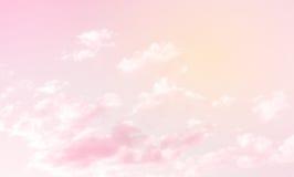Fabelhafter Hintergrund Himmel mit Wolken Lizenzfreie Stockfotos