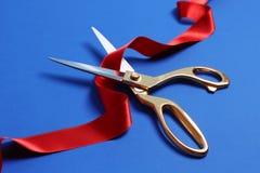 Faborek i nożyce na koloru tle zdjęcie stock